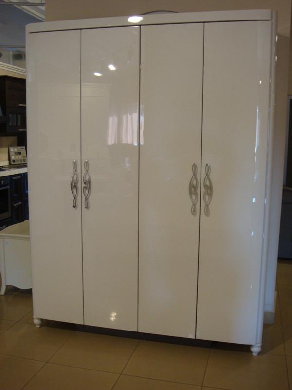 Белые шкафы в спальню фото
